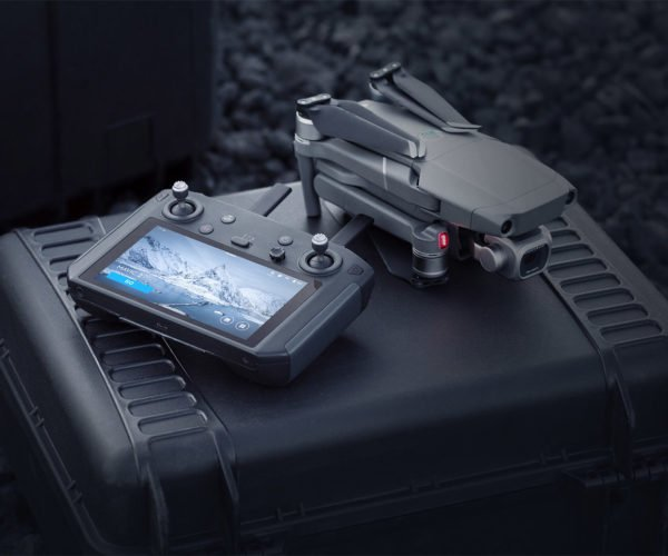 DJI Smart Remote Is a Pro-quality Drone Controller
