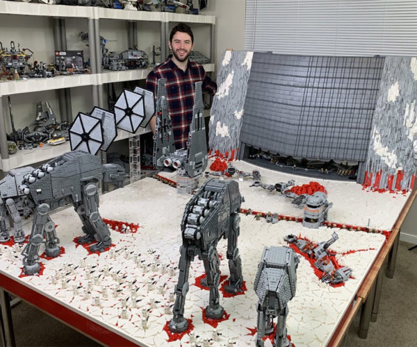 The Last Jedi Gets an Epic 100,000 Piece LEGO Diorama