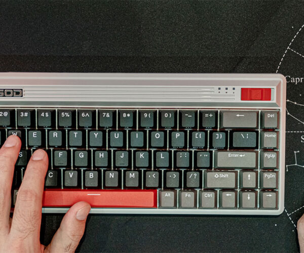 The Durgod Fusion Mechanical Keyboard Is Straight out of the '80s
