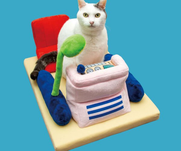 There's a Doraemon Time Machine Bed for Your Cat