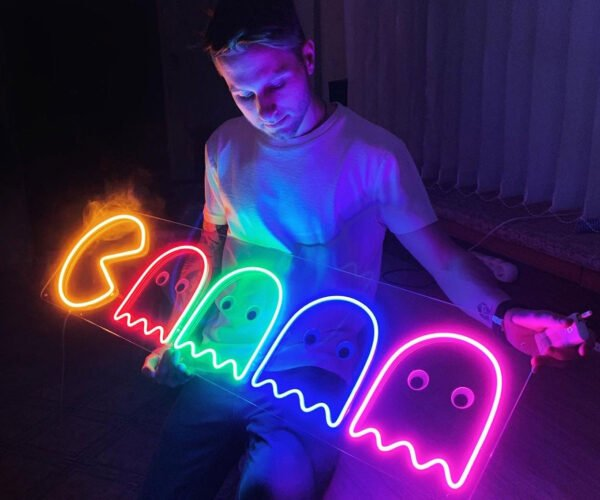 """This Pac-Man """"Neon"""" Light Is Pretty A-Maze-ing"""