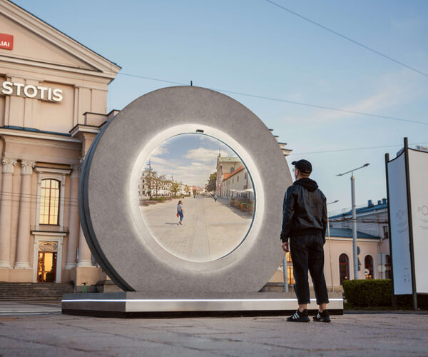 Portals Are Massive Webcams and Screens that Connect Lithuania and Poland: Tai Yra Triumfas