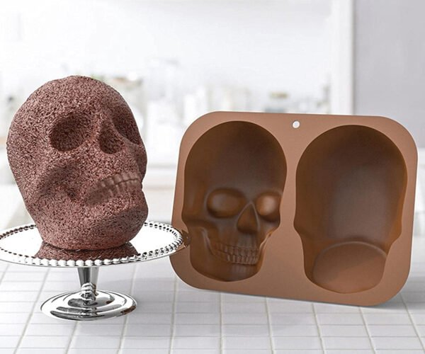 Silicone Mold Bakes Life-Size Human Skull Cakes: Mmmm, Brains