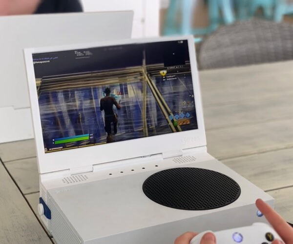 """xScreen """"Laptop"""" Monitor Attaches to the Xbox Series S: That's a Lot of Xs and Ss"""