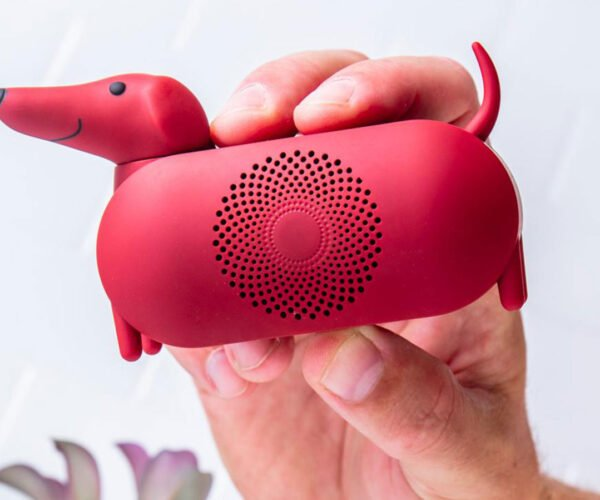This Mini Wiener Dog Speaker Cranks Out Dachsounds
